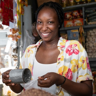 Medium shot smiley woman in market