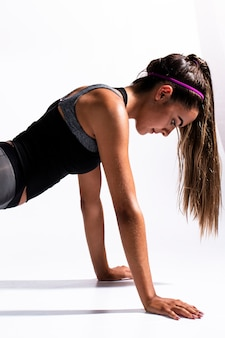 Medium shot woman doing push-ups