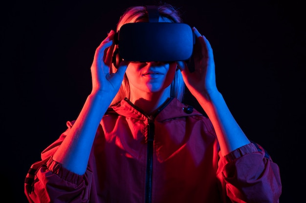 Medium shot woman experiencing virtual reality