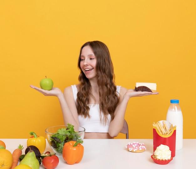 Equilibrio alimentare donna colpo medio