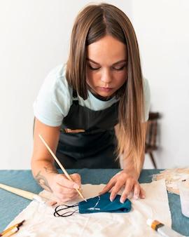 Маска для рисования женщины среднего размера