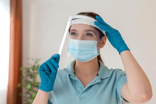Medium shot woman wearing face mask