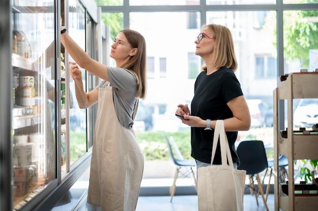 Donne di livello medio in cerca di prodotto