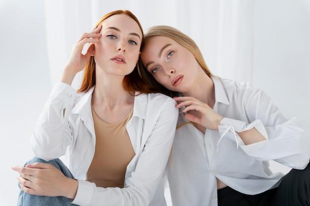 Medium shot women posing together