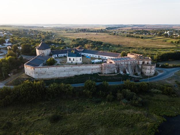 Medzhybizh城は、ポジーリャのポーランド王国の王冠の最強の要塞の1つになりました