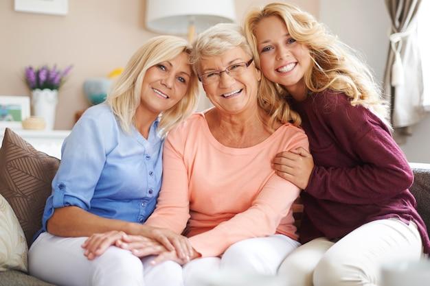 親しい家族との出会いは彼らにとって非常に重要です