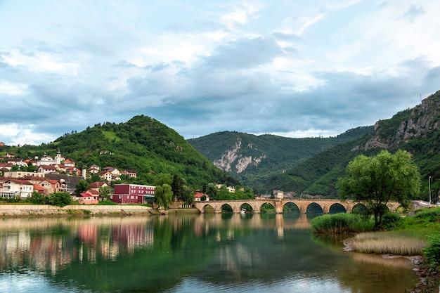 비세그라드, 보스니아 헤르체고비나에 있는 드리나 강 위의 메흐메드 파샤 소콜로비치 올드 스톤(mehmed pasha sokolovic old stone) 역사적인 다리