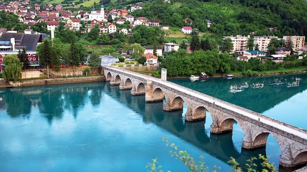 비세그라드 보스니아 헤르체고비나의 드리나 강 위에 있는 메흐메드 파샤 소콜로비치 올드 스톤(mehmed pasha sokolovic old stone) 역사적인 다리