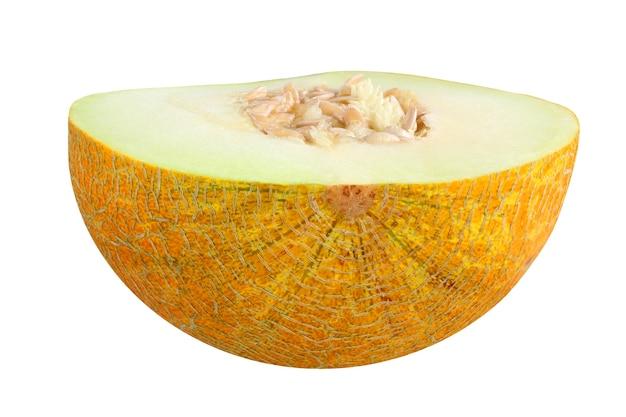 メロンは白い背景で分離されました。種が付いている半分黄色の熟したメロン。