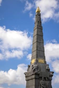 リバプールのピアヘッド、セントニコラスプレイスにあるタイタニックのエンジンルームヒーローズの記念碑