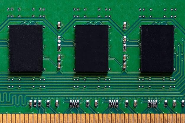 녹색 회로 기판의 메모리 로컬 클로즈업