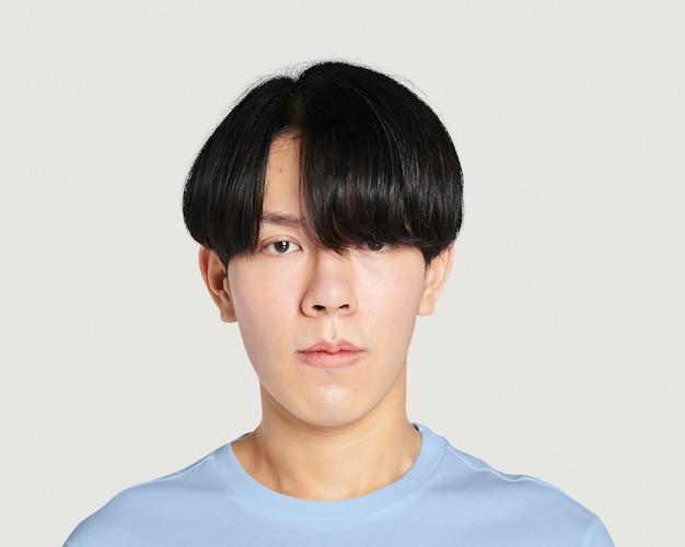 男性用の青い半袖ティーpsdモックアップ