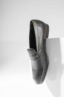 흰색 바탕에 남자 공식적인 신발