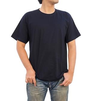 黒のtシャツの男性