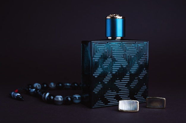 Men's accessories: perfume and cufflinks