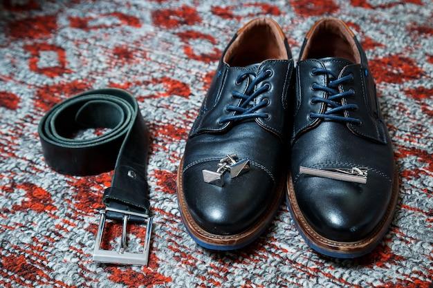 남성용 액세서리 신발, 벨트, 넥타이 및 커프스 단추