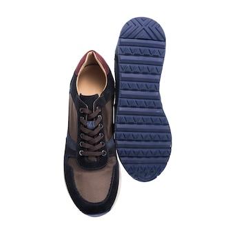 生地と革とスエードで作られたメンズブラウンとブラックのスニーカー、複合材料で作られた靴、スポーツシューズ
