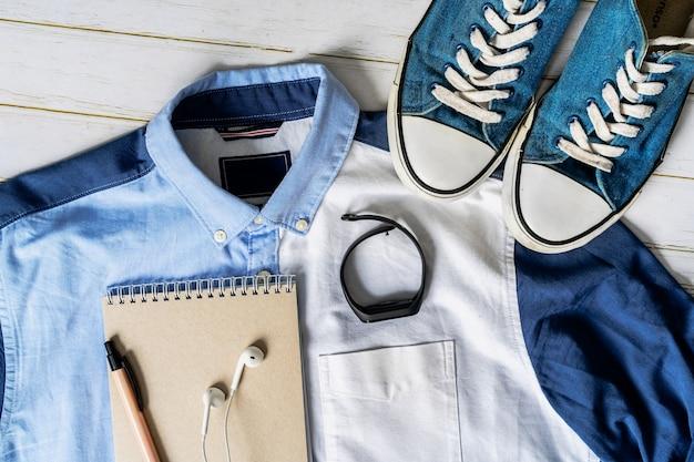 木の板のメンズカジュアルな服装、プログラマーにとって不可欠なレジャーアイテム