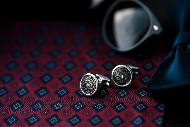 Men's cufflinks with cufflinks and sunglasses