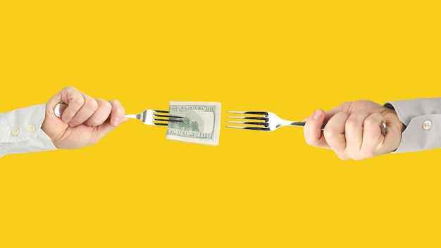 広げられたドル札を持つ男性の手。ビジネスと金融。コンテストの勝者。仕事探し。被用者報酬