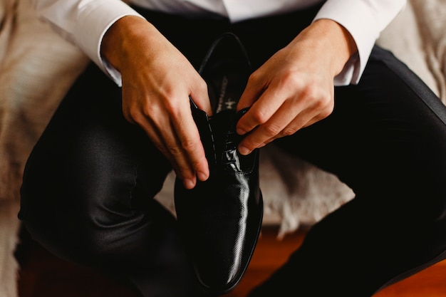 결혼식 날을 선택하여 입을 남자 신발