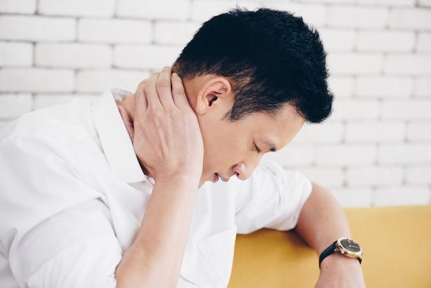 Men stressful on working in office