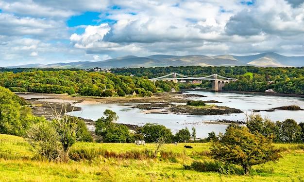 イギリス、ウェールズのメナイ吊り橋