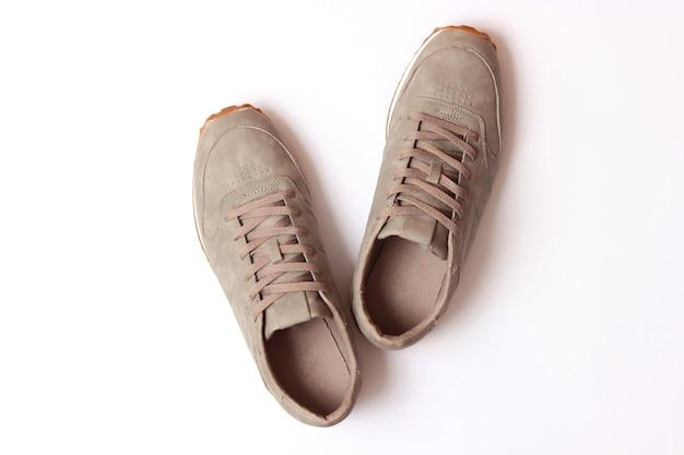 Мужские кроссовки, изолированные на белой мужской обуви