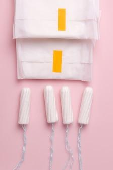 생리주기. 팬티 라이너 및 면봉