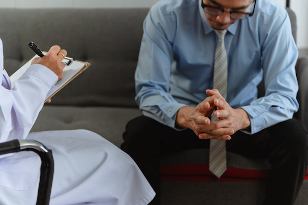 Mental health. psychologist advise patient.