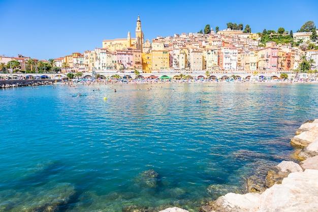 프랑스 망통 - 2021년 8월경: 프랑스 남부에 위치한 coast azur라는 프랑스 리비에라의 전망.