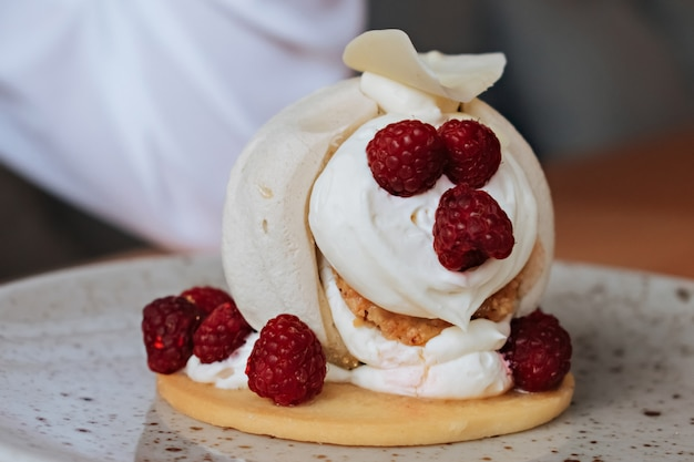 Meringue with cream and raspberries