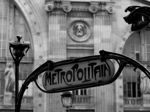 Meropolitain sign at gare du nord