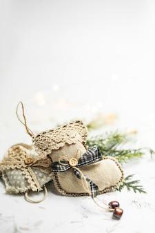 メリークリスマスと幸せな休日のバナーとcopyspaceのグリーティングカード。