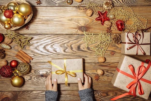 メリークリスマスとハッピーホリデーギフトの準備