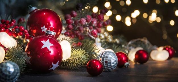Веселого рождества и счастливого нового года, праздники открытка с размытым фоном боке