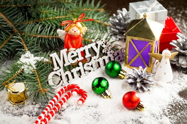 ギフトとクリスマスの装飾とメリークリスマスのコンセプト