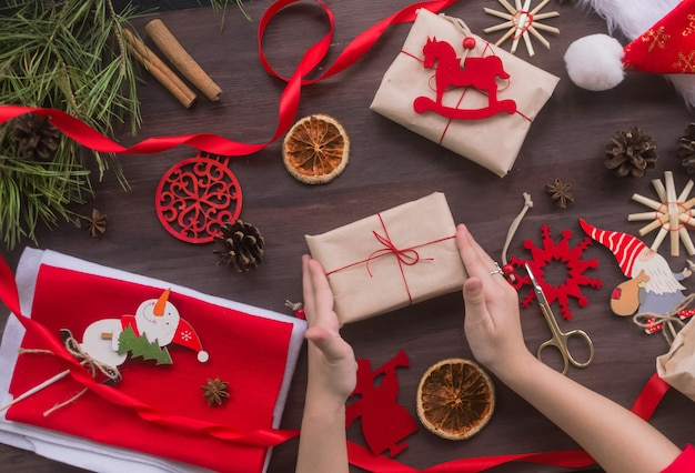 Merry christmas handmade gifts made of kraft paper without plastic diy