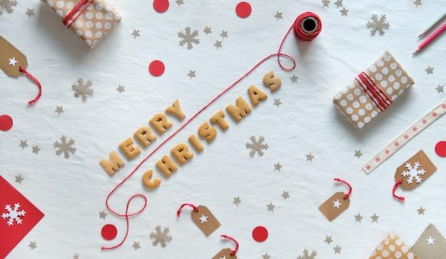 クッキーの文字で作られたメリークリスマステキスト