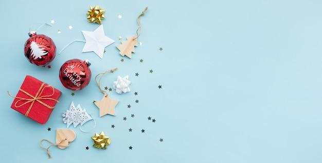 Счастливого рождества с элементом опоры орнамента на цветном фоне