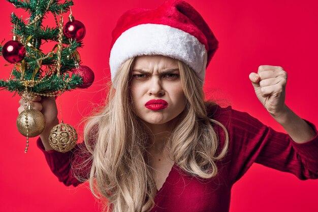 Веселая женщина рождественские украшения игрушки традиция праздник