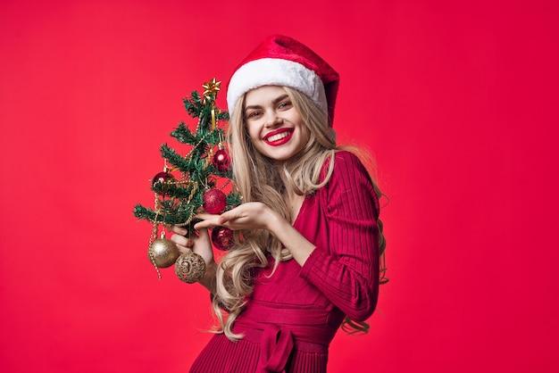 메리 여자 크리스마스 선물 장식 분홍색 배경 근접 촬영