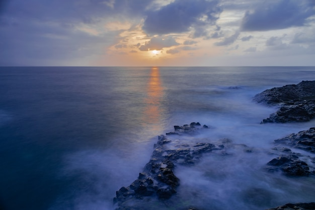 メサデルマル火山岩の海岸線、タコロンテ、テネリフェ島、カナリア諸島、スペイン