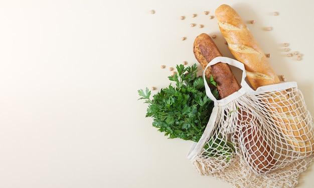 Сетка-шоппер с багетами и зеленью