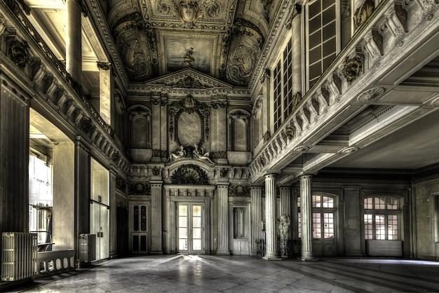 Scatto ipnotizzante di un centro termale abbandonato alla italia in belgio