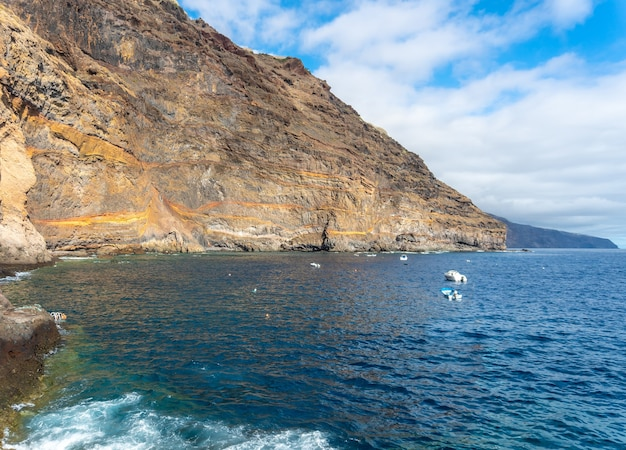 スペイン、カナリア諸島、プエルトデプンタゴルダの美しい海の魅惑的な景色