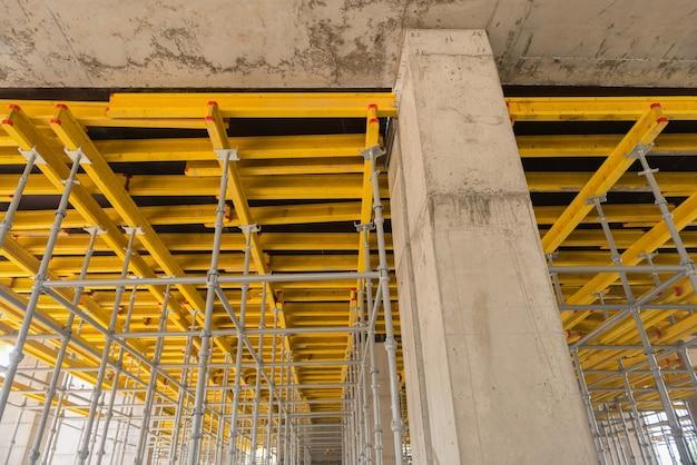 금속 및 목재 비계 및 지지대, 건설 장비