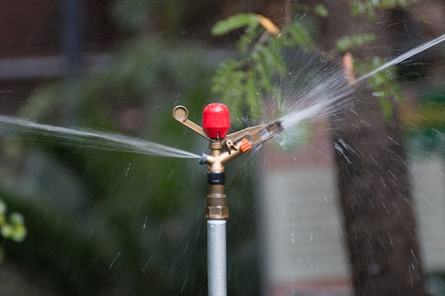 Metal automatic water sprinkler