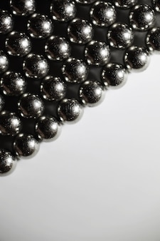 Металлические шары заделывают. шарики из неодима (магниты). облицовка на магнитных шарикоподшипниках в идеальной шестиугольной решетке