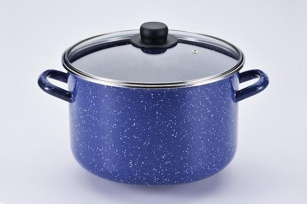 Металлическая синяя кастрюля